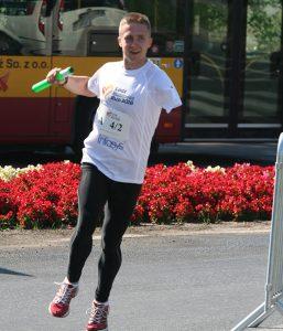człowiek biegnący, sztafeta, bieg, maraton, autobus, kwiaty, Proteza kosmetyczna palców, Protetica, Łódź, Zagajnikowa 35, poradnia protetyczna