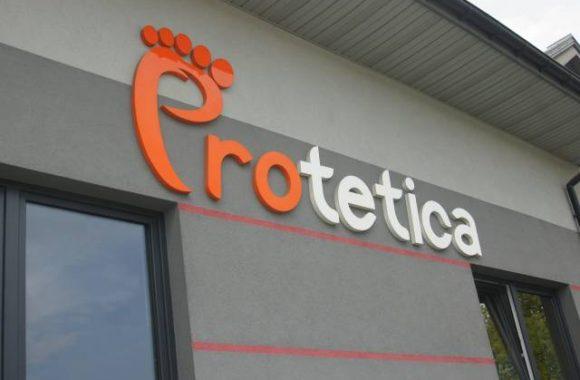 Protetica, poradnia protetyczna, budynek, logo Protetica, Proteza kosmetyczna palców, Łódź, Zagajnikowa 35, poradnia protetyczna